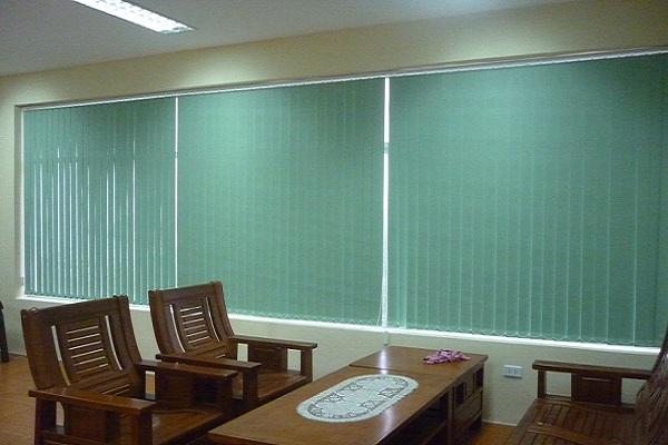 Sử dụng loại màn lá dọc nào tốt nhất cho văn phòng?