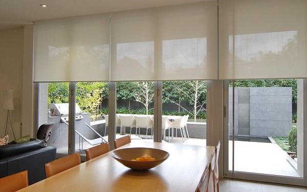 nên chọn loại màn cửa gọn gàng, phù hợp với thiết kế nội thất